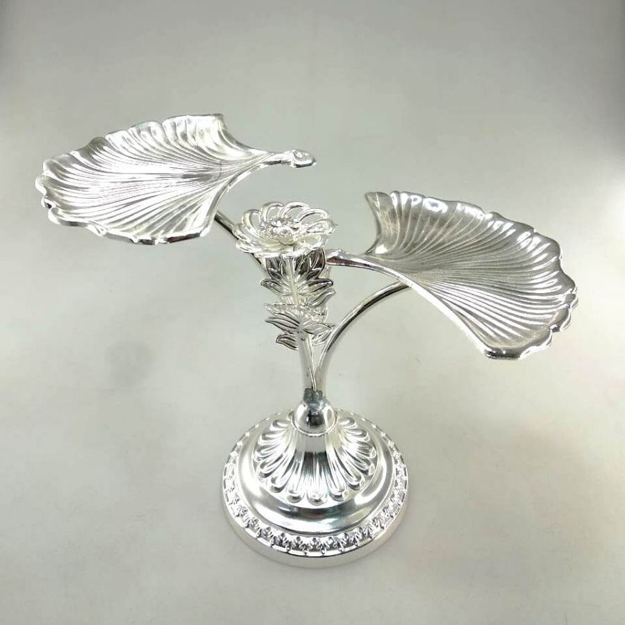 two-shell-design-silver-platter-stand