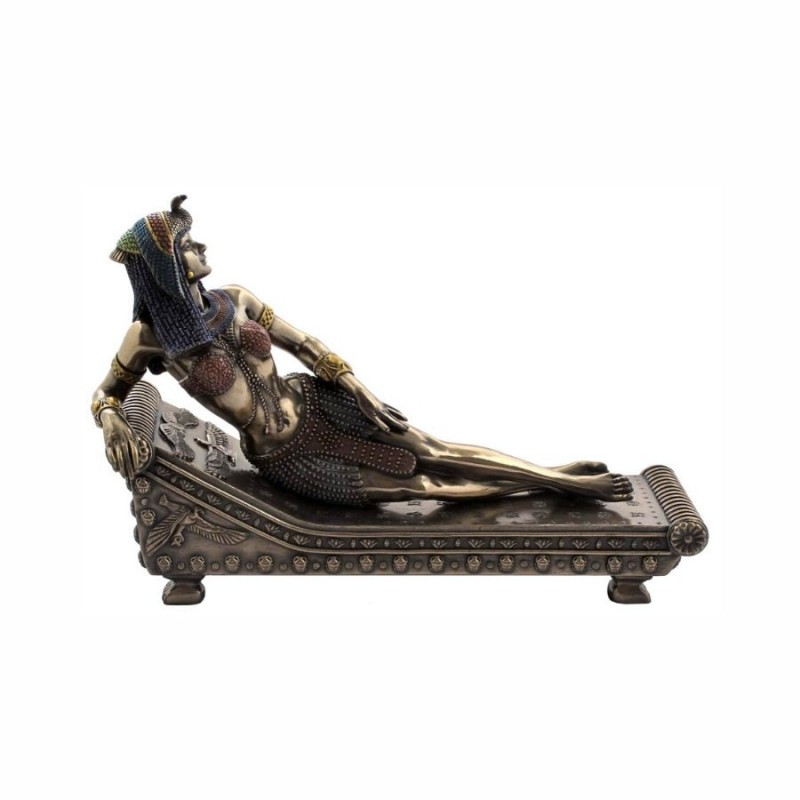 lying-cleopatra-egyptian-decor