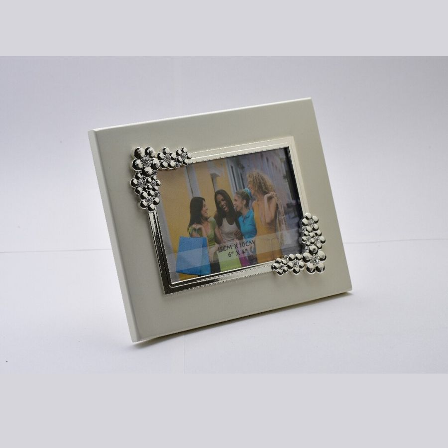 bubbles-silver-photo-frame-on-wooden-base